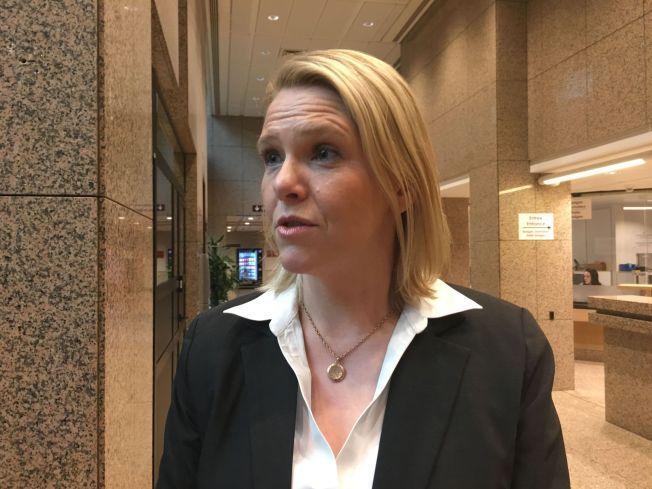 TAR AVSTAND; Sylvi Listhaug (Frp) sier det er politiet som skal trygge gatene, og i hvert fall ikke «Odins soldater».