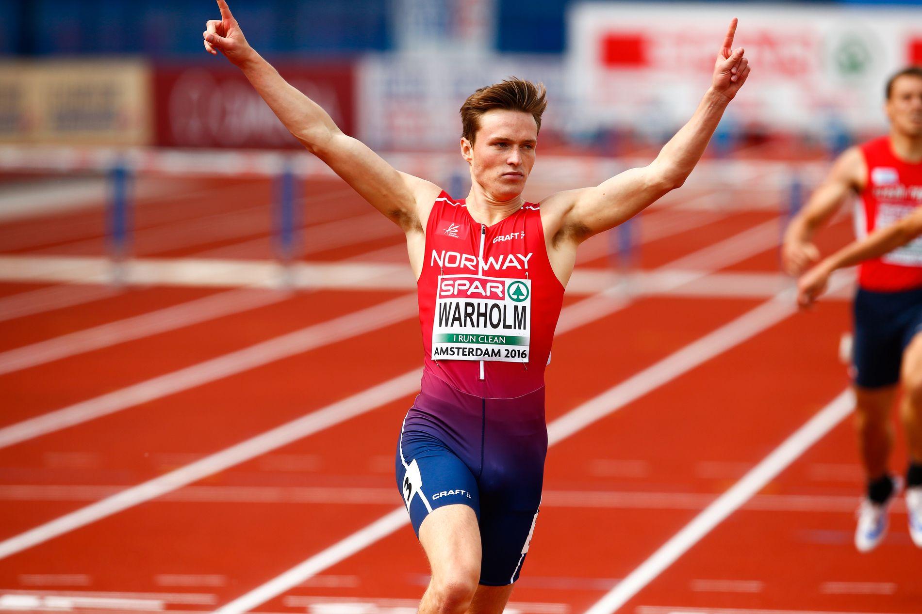 NY REKORD: Karsten Warholm jubler etter at han satte ny norsk rekord og vant semifinalen i 400 meter hekk under EM i friidrett i Amsterdam torsdag.