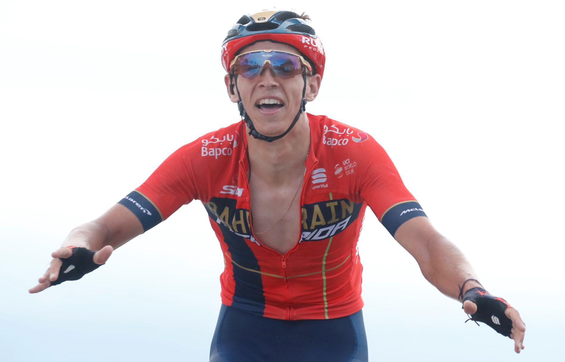 ETAPPEVINNER: Dylan Teuns fra Bahrain-laget gikk først over mål.