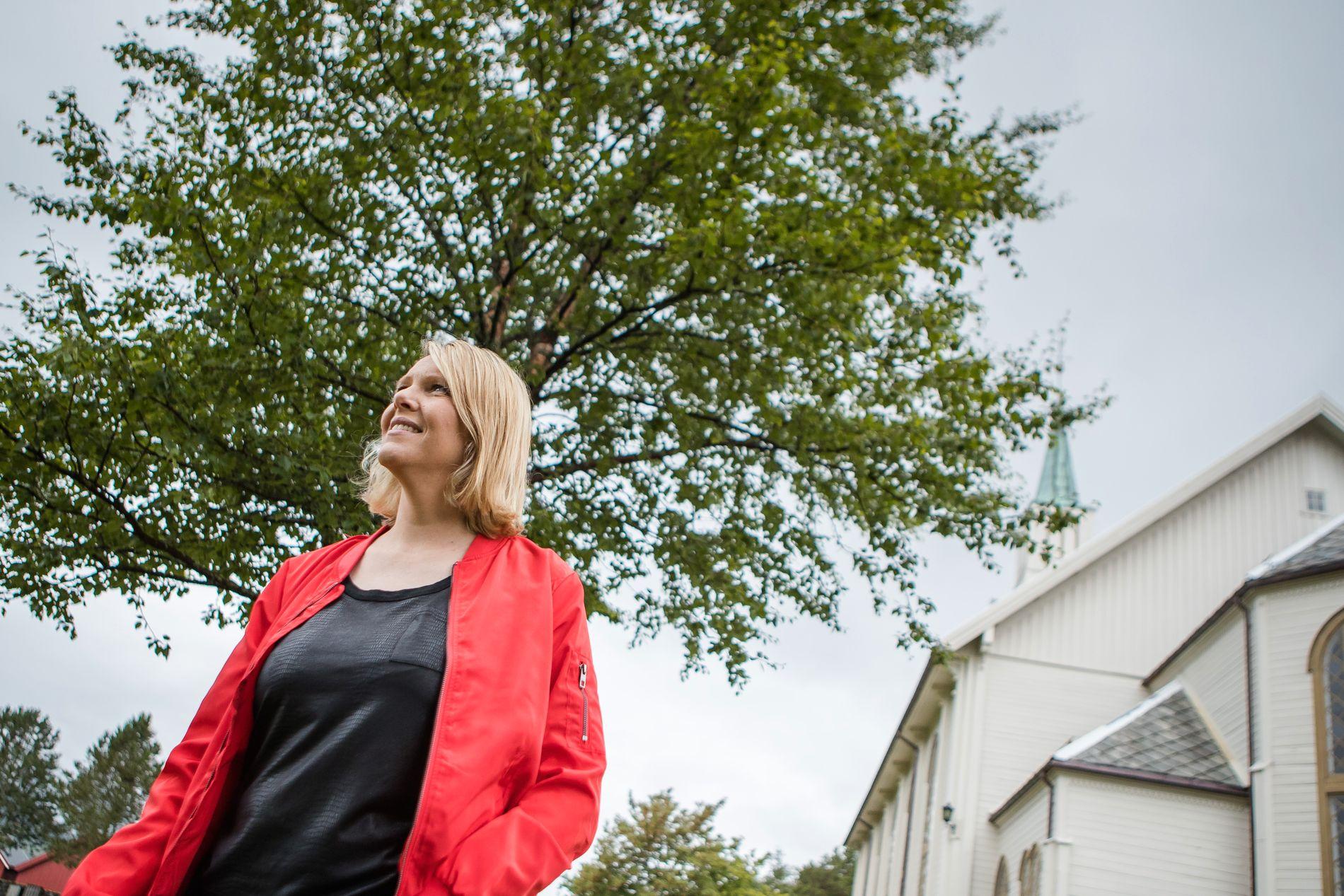 HJEMME I ØRSKOG. I denne kirken i på Sjøholt i Ørskog kommune brukte Sylvi Listhaug å gå med sin farmor som liten jente. «Det er her jeg er døpt og konfirmert, og de to første barna mine er døpt der. Så det er den kirken som betyr mest for meg, som er hjemme», sier Listhaug.