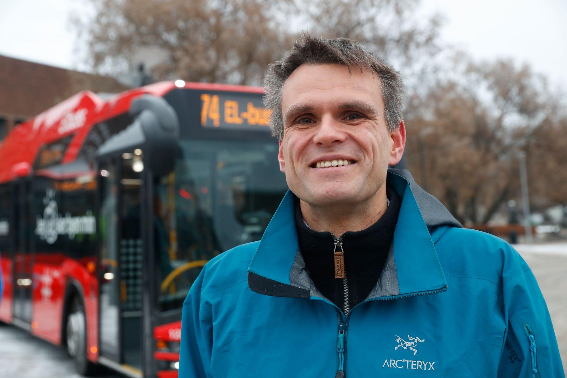 KREVER AVKLARING: Einar Wilhelmsen er leder i Oslo MDG. Bildet er r tatt under presentasjonen av Ruters nye elbusser i november 2017.