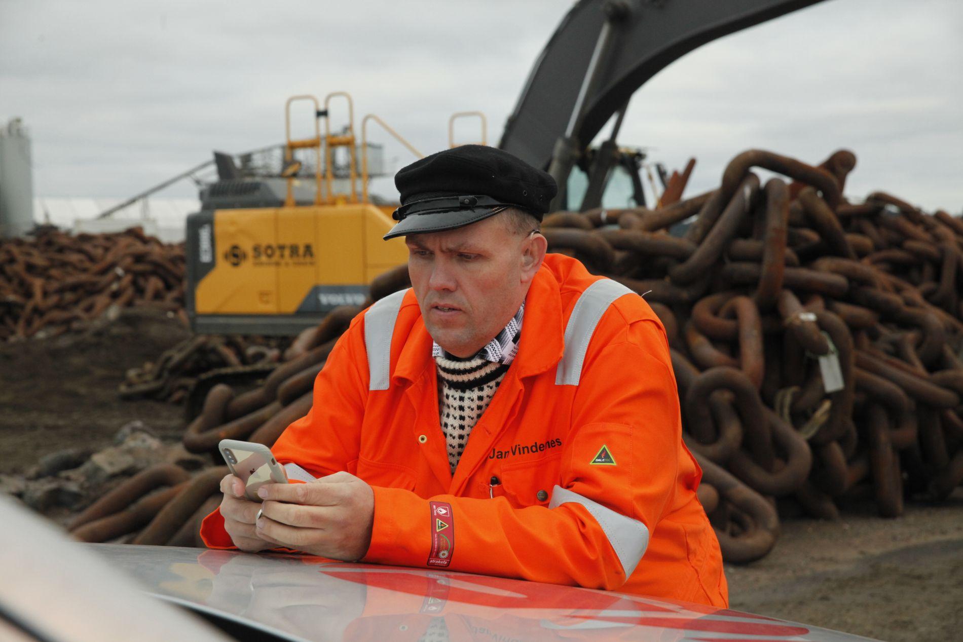 LEVERER INGSTAD-KJETTING: Jan Vindenes og hans selskap Sotra Anchor & Chain leverer 800 meter grovdimensjonert kjetting som skal brukes under hevingen av KNM «Helge Ingstad».