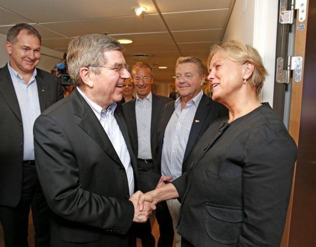 SLÅR TILBAKE: IOC-president Thomas Bach møtte kulturminister Torhild Widvey i Norge tidligere i år.
