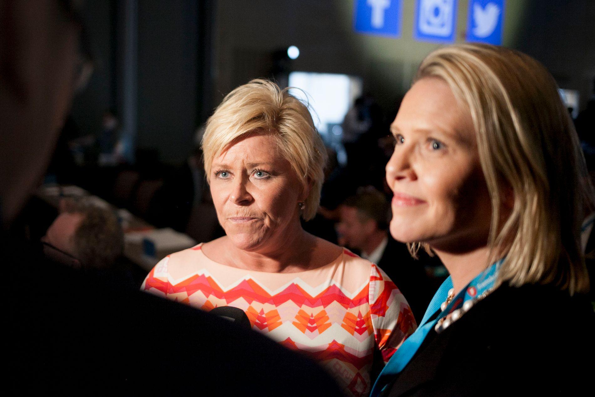 KRONPRINSESSEN: Frp-leder og finansminister Siv Jensen, her med kvinnen som kan ta over partiet etter henne – statsråd Sylvi Listhaug. Bildet er tatt på Frps landsmøte i fjor.