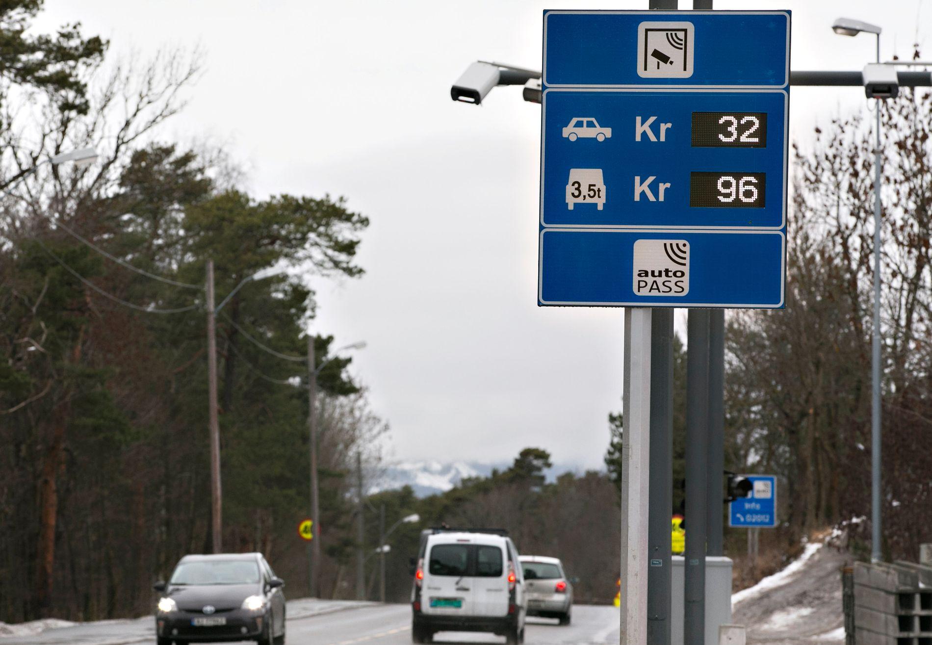 DAGENS SATSER: 32 kroner er dagens pris på en passering i bomringen i Oslo - uavhengig om det skjer i rushtiden eller på tider med mindre trafikk.