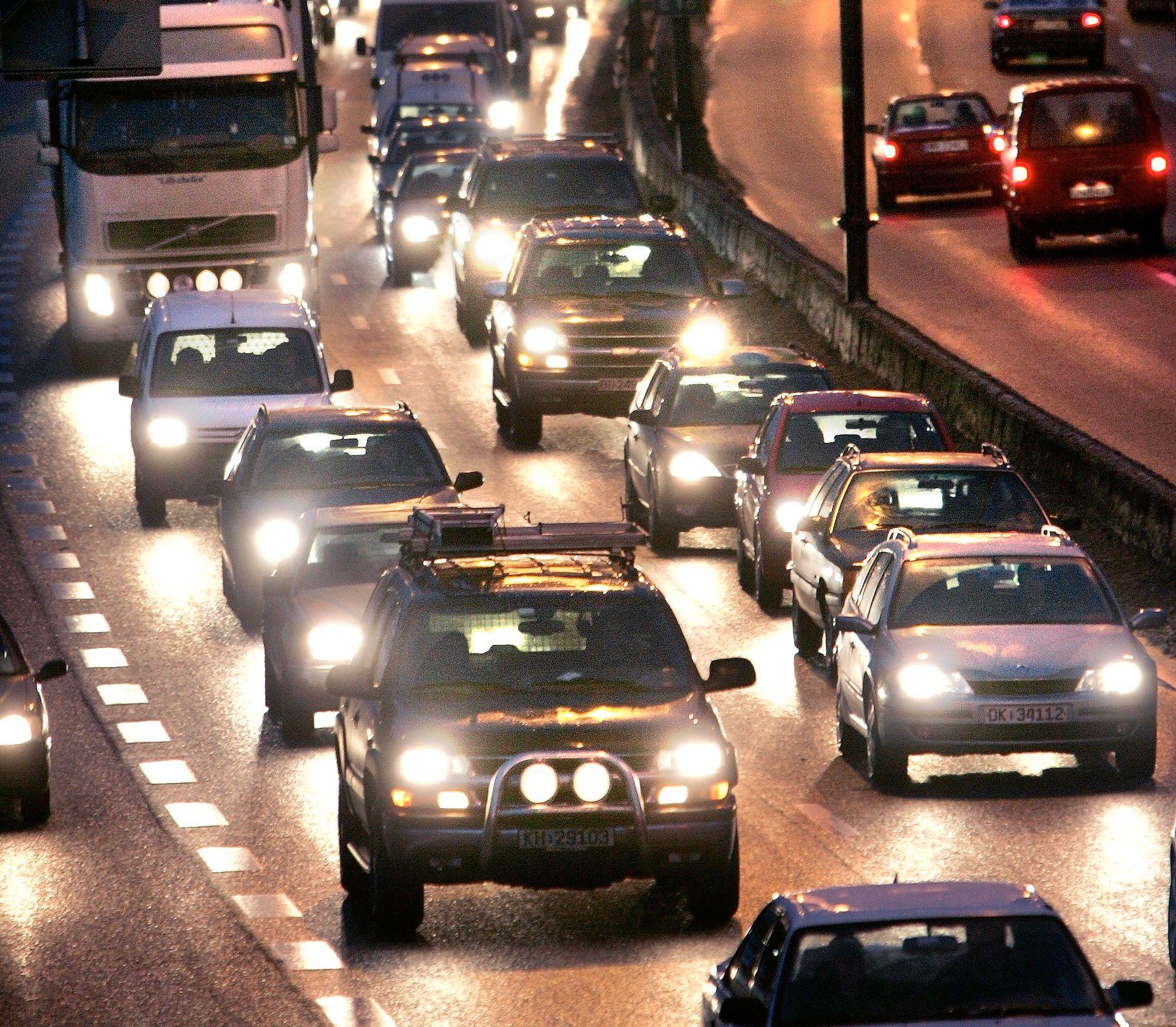RUSHTRAFIKK: Bilkøer oppstår ofte ved Sandvika i Bærum inngående på E18-motorveien mot Oslo.