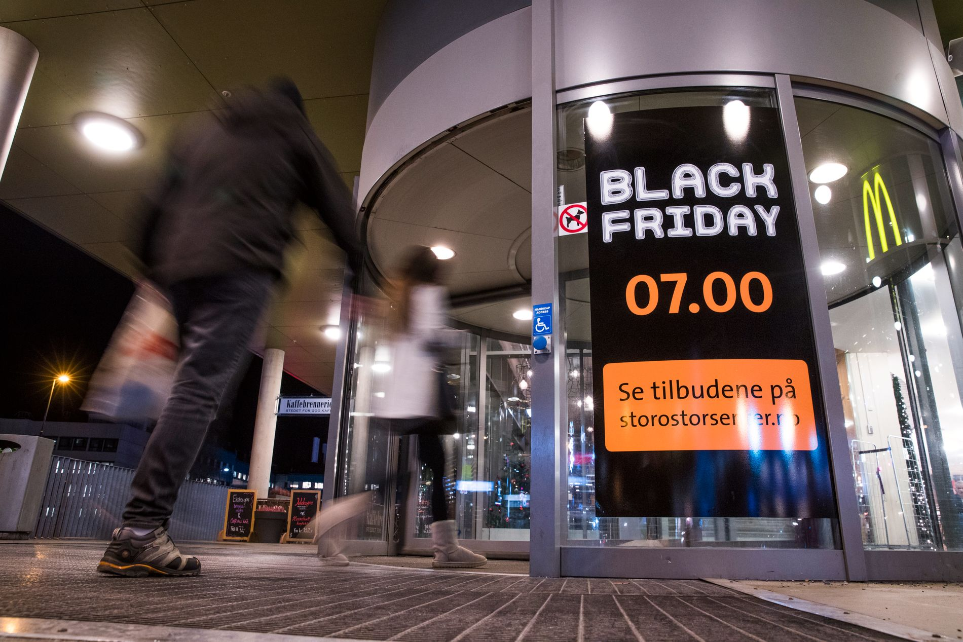 1d2b3878 MOT BUNNEN: – Det vi er vitne til under Black Friday, men også ellers innen  klesindustrien verden rundt, er det vi kaller «the race to the bottom», ...