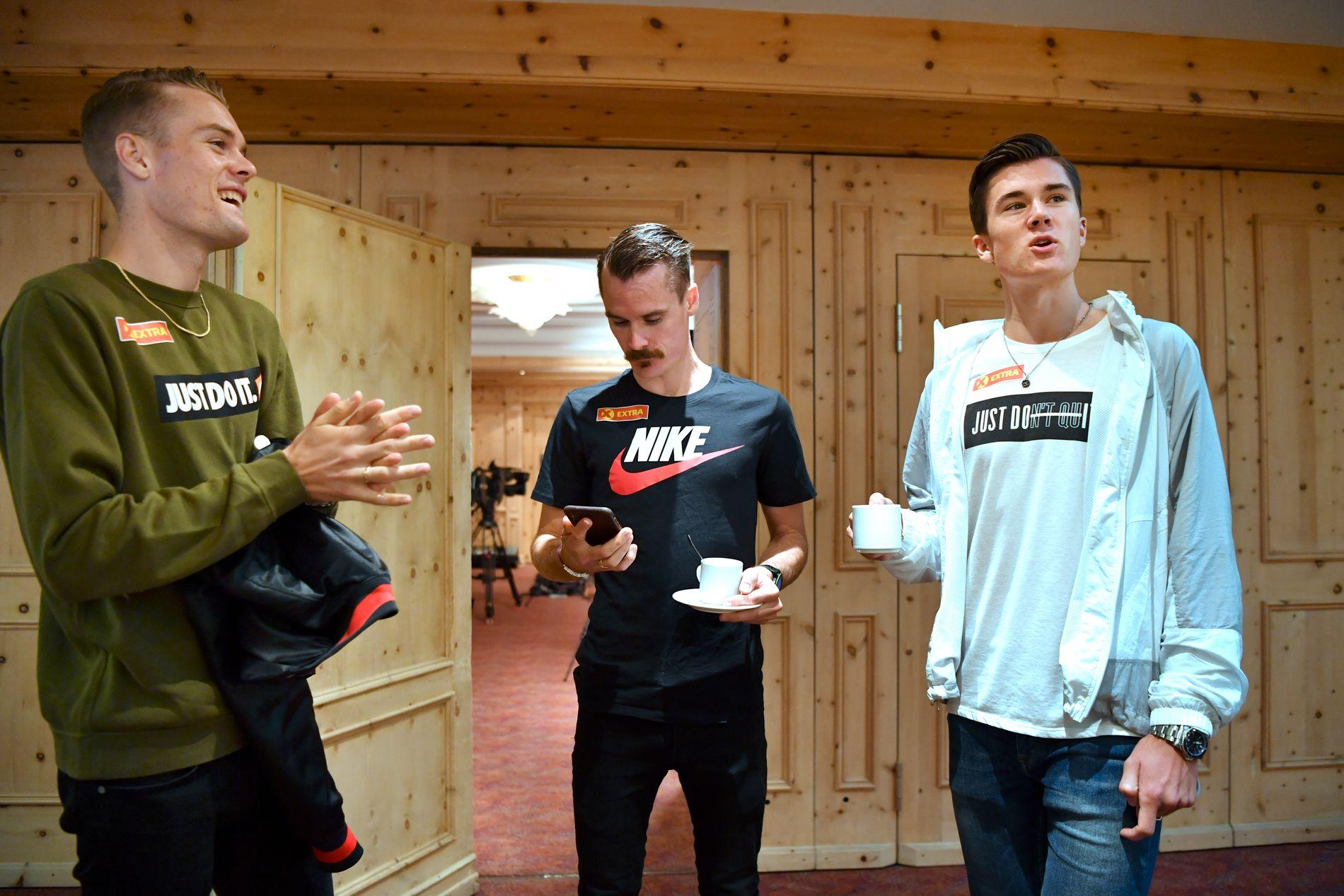 I BAKGRUNNEN: Henrik Ingebrigtsen har måttet overlate rampelyset til sine yngre brødre Filip og Jakob. Bildet er fra Team Ingebrigtsens pressetreff i St. Moritz forrige tirsdag.