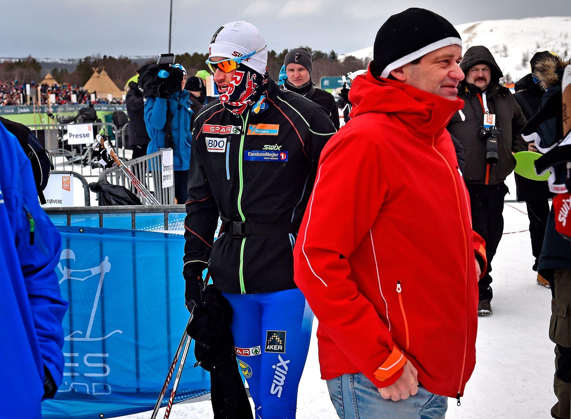 EKSPERT: Torgeir Bjørn ute i felten under NM på ski i 2015. Petter Northug passerer.