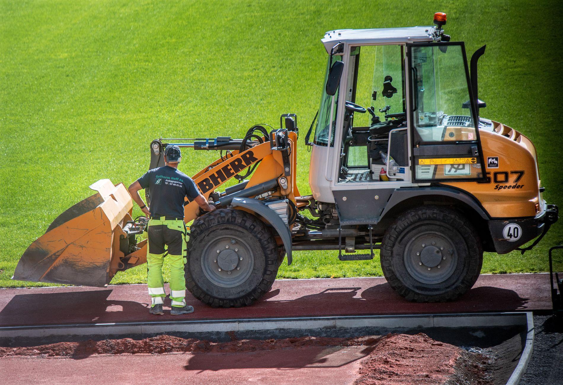 JOBBER: Guthorm Hoff AS jobber som underleverandør på Bislett Stadion, mens selskapet er på obs-listen til Oslo kommune og snart skal gjennom en videre gransking.