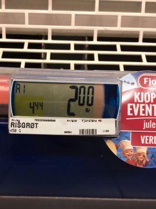 REVET VEKK: Prisraset på julevarer fører til at mange produkter blir utsolgt, og flere blir møtt av tomme hyller i butikkene.