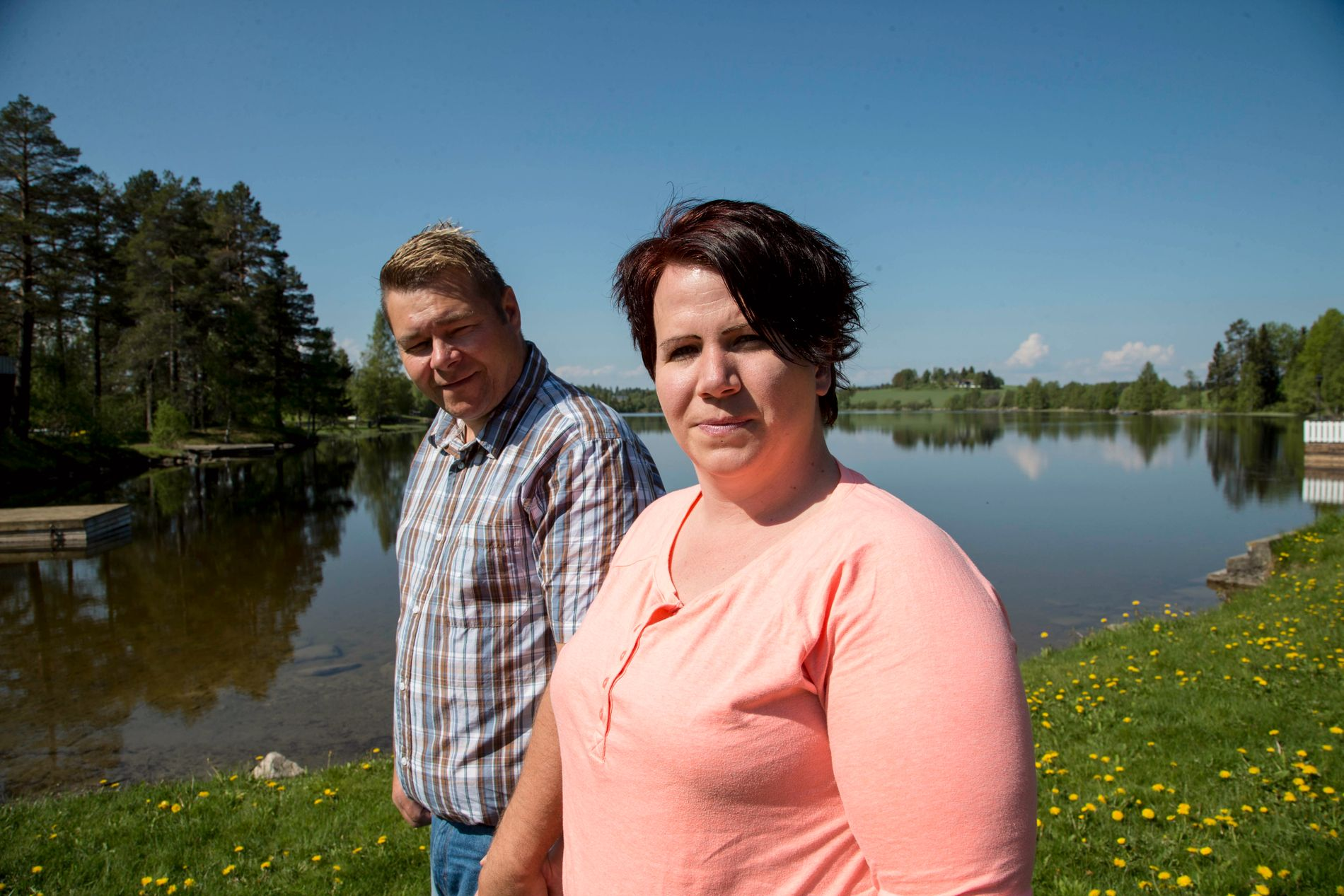 TAPTE ERSTATNINGSSAK: Jane Camilla Frydenlund (32) sier hun ville forlangt dommeren fjernet om hun visste at han var Gjensidige-aksjonær. Her er hun sammen med ektemannen Jan Olav Frydenlund.