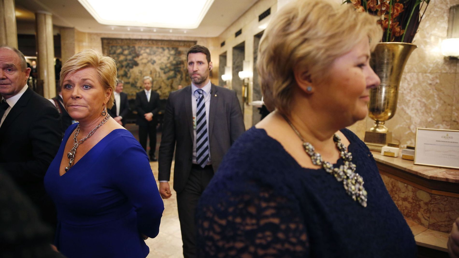 SKATTEDELT: Finansminister og Frp-leder Siv Jensen, her sammen med statsminister og Høyre-leder Erna Solberg på Grand Hotel under Norges Banks årlige middag.