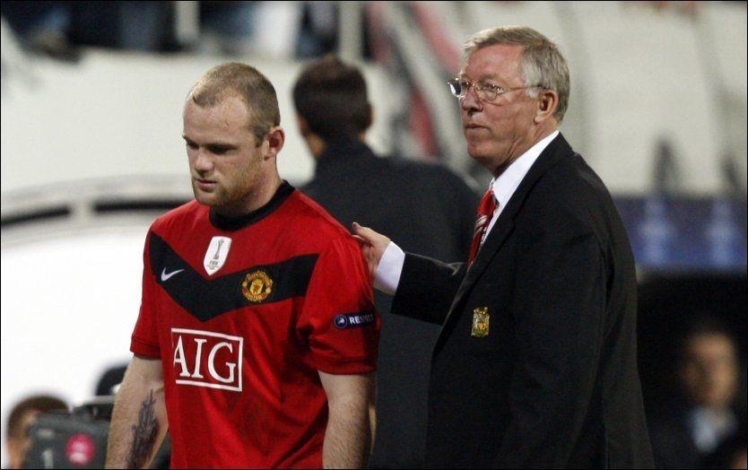 OPPGITT: Her er Wayne Rooney på vei av banen. Spissen var lite fornøyd med å bli byttet ut. Foto: Reuters