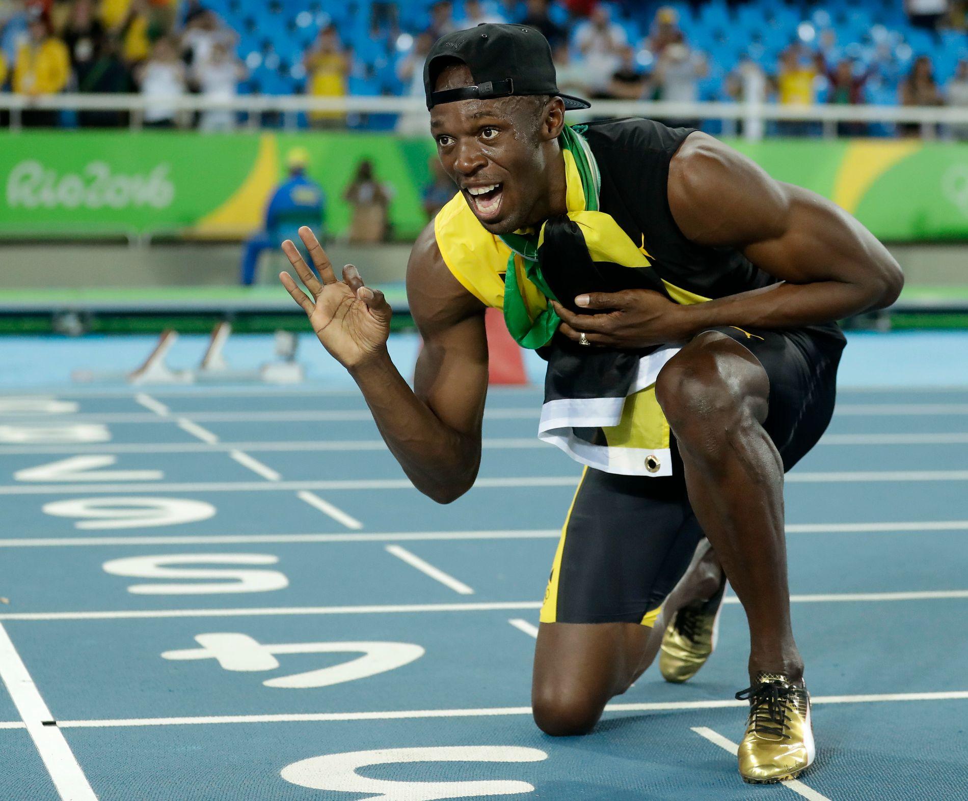 SAMBA-PARTY: Usain Bolt forsikret at han skulle være sent oppe i natt etter at han som ankermann hadde sørget for et nytt stafettgull til Jamaica.