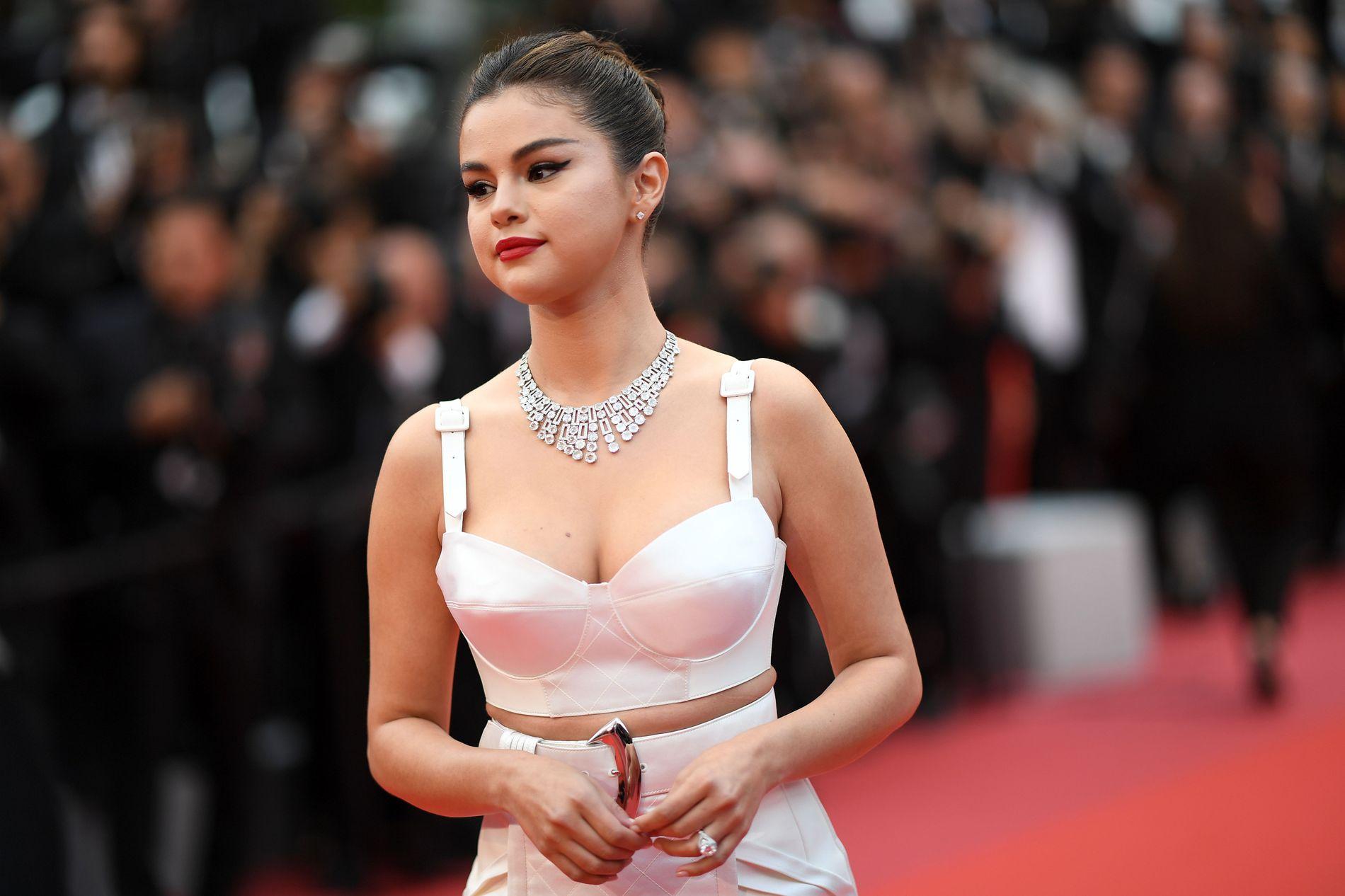 PÅ RØD LØPER: Selena Gomez på åpningen av filmfestivalen i Cannes tirsdag kveld.