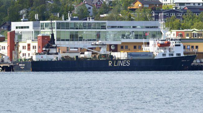 I TROMSØ: Her ligger lastebåten «Winter Bay» med 1700 tonn hvalkjøtt som skal fraktes gjennom Nordøstpassasjen til Japan.
