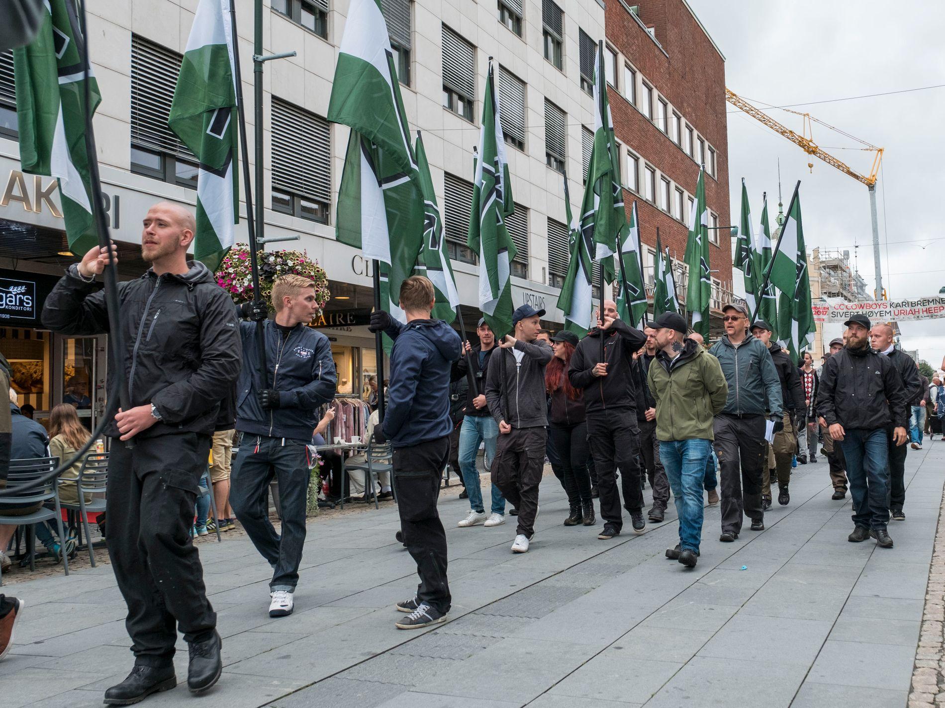Høyreekstreme marsjerte i Kristiansand lørdag.