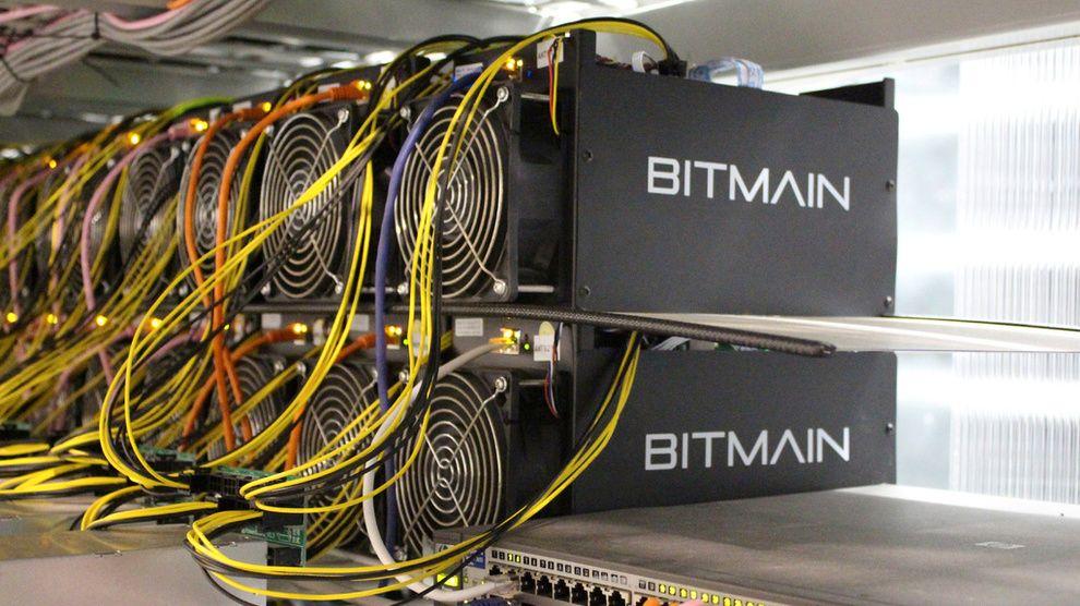 Antminer er hovedproduktet til kinesiske Bitmain, en kraftig maskin designet for å utvinne bitcoin og annen kryptovaluta.
