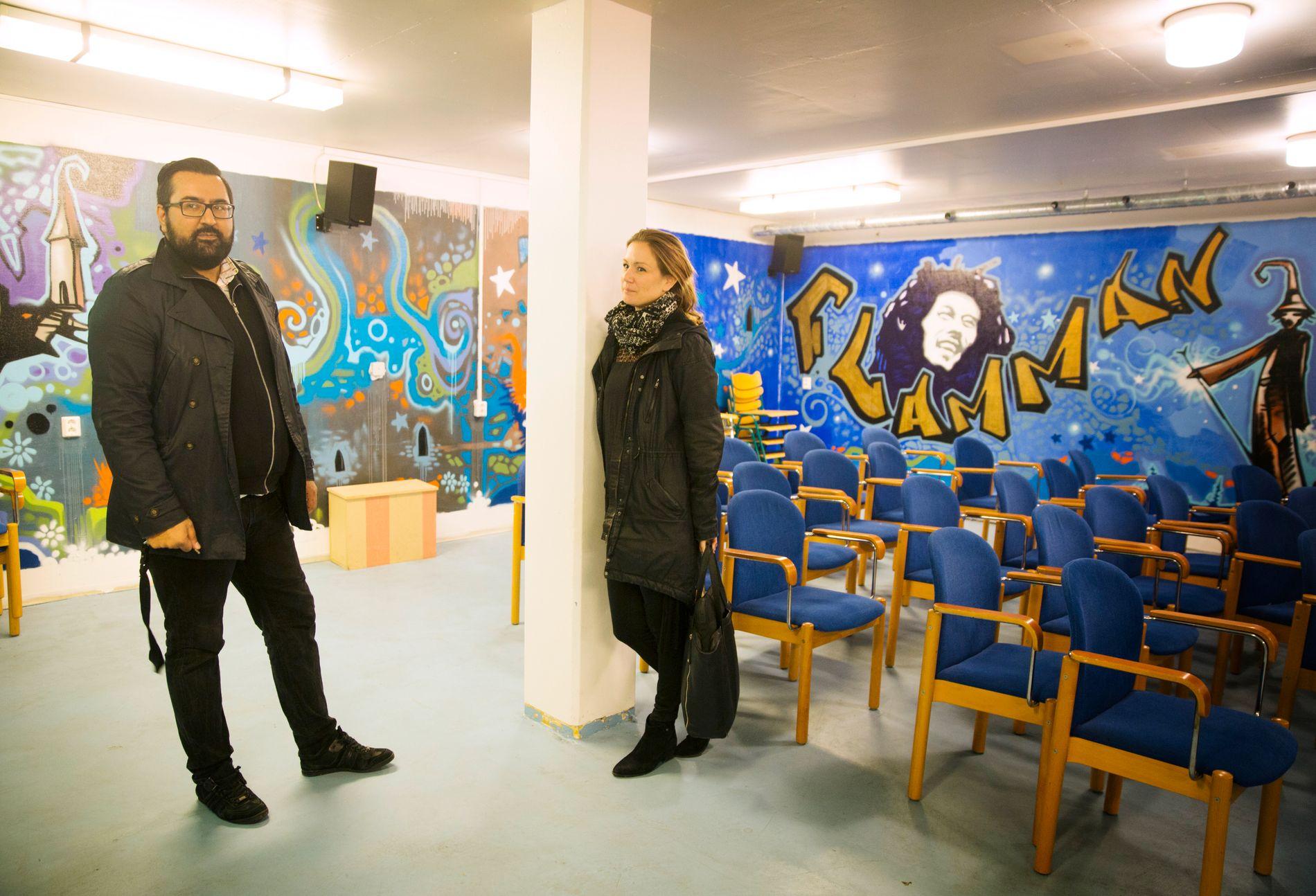 RADIKALE GREP: Ungdomsarbeider Rafi Farouq og Sarah Hansson fra Malmø kommune går nå sammen med andre frivillige organisasjoner for å hindre at byens ungdom blir radikalisert. FOTO: DANIEL NILSSON