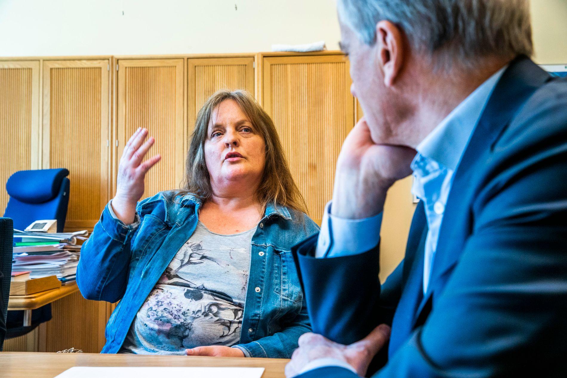 I MØTE: – Jeg ønsker fortsatt å jobbe, men det fremstår i dag ikke som noe alternativ jeg får, sier Eva Britt Søvdsnes Myklebust. Jonas Gahr Støre lytter.