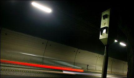 TATT I FOTOBOKS: Rekordoverskridelsen fant sted natt til søndag 3. desember i fjor og ble foreviget av en fotoboks idet bilen raste forbi. Illustrasjonsfoto. Foto: Fredrik Solstad