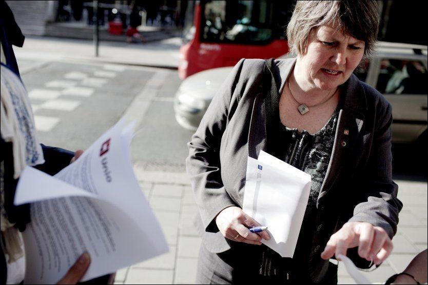 KRISTISK: Utdanningsforbundets leder Mimi Bjerkestrand mener det er uakseptabelt at andre enn pedagoger stadig oftere gjør pedagogisk arbeid. Foto: Scanpix