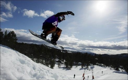 628513a8 VINTERFERIE: Fremdeles mulig å få OK priser på vinterferie på fjellet.  Dette bildet er fra Rauland skisenter. Foto: Jon Eeg/Scanpix
