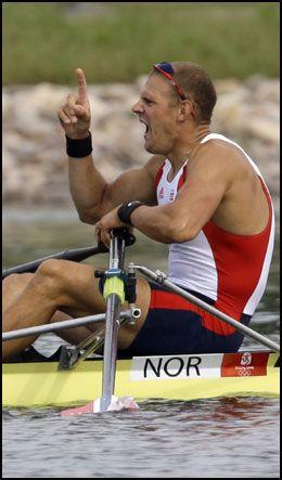 HER SKJØNNER HAN DET: Olaf Tufte har passerte konkurrenten Drysdale helt på slutten. Foto: AP