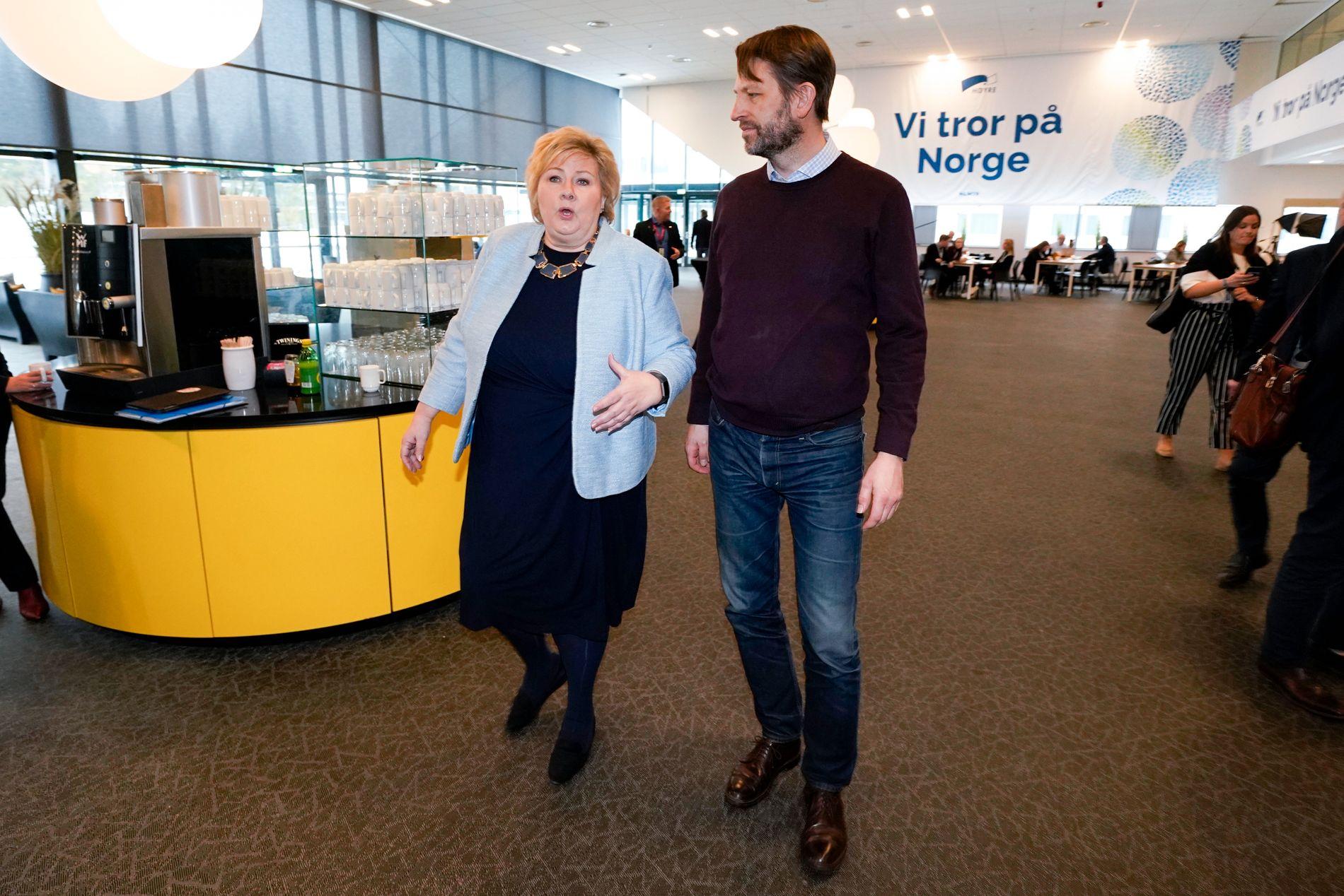 TO BLAD SOLBERG: De er ikke i familie, men Erna Solberg og Eirik Lae Solberg er i politisk familie – og enige om en strategi.
