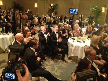 INGEN PRIS: Kon-Tiki-gjengen klapper for konkurrenten på Four Seasons Hotel i Beverly Hills. Foto: Ingvill Dybfest Dahl