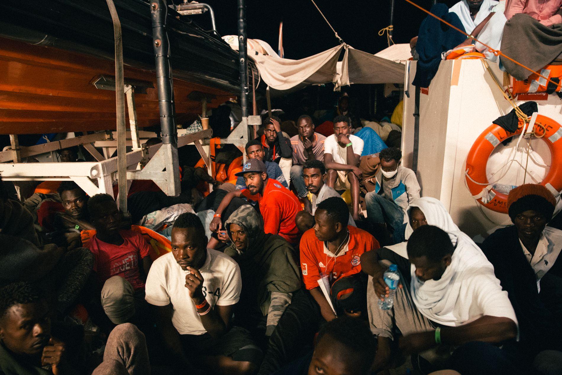 UBESTEMT: Skjebnen til de 234 migrantene ombord redningsbåten Lifeline er fortsatt uviss.