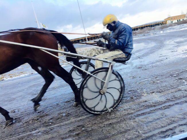UTESTENGT PÅ LIVSTID: Dette bildet fra februar skal vise at Atle Hamre ikke bryr seg om livstidsutestengelsen fra Det Norske Travselskap.