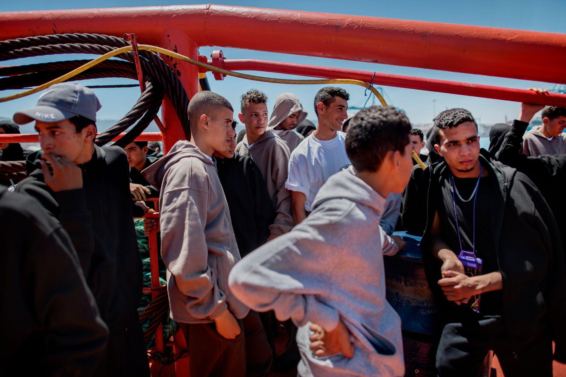 MIGRANTER: Migrantrutene i Europa snudde i 2018. Nå kommer flest migranter sjøveien fra Marokko og Algerie til sør-Spania. Her unge marokkanske migranter som har blitt plukket opp av kystvakten i den sørspanske byen Algeciras.