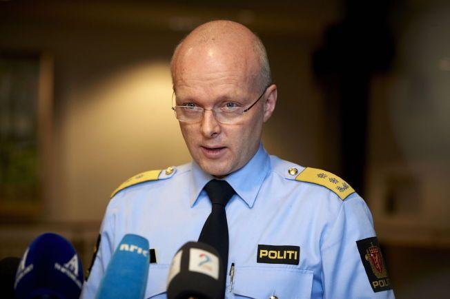 ROSER SINE ANSATTE: Politimester Hans Vik i Rogaland politidistrikt, her avbildet i 2013, skryter av tjenestemennene for å ha reagert lynkjapt da 24-åringen plutselig hoppet over skranken på politihuset.