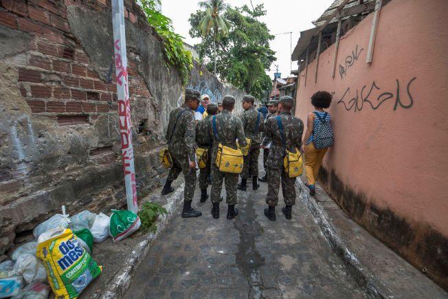 FULLTIDSJOBB: Hæren og kommunen har aksjonert i månedsvis, i to etapper om dagen.