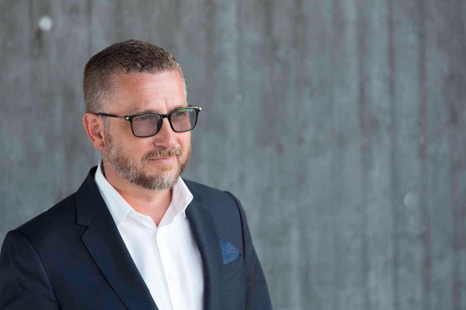 TÅLER DET: Sosiale medier-ekspert Hans-Petter Nygård-Hansen mener både Facebook og brukerne tåler noen timer med trøbbel.