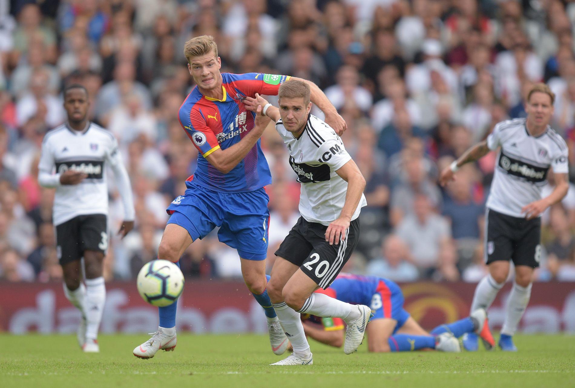 BYTTET INN: Alexander Sørloth kjemper i en duell med Fulham-stopper Maxime Le Marchand, mens Stefan Johansen (til høyre) følger med.