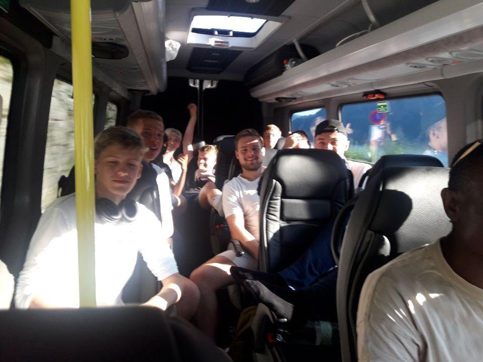 e7ba8b924 Lang busstur hjem etter å ha tapt 19–0