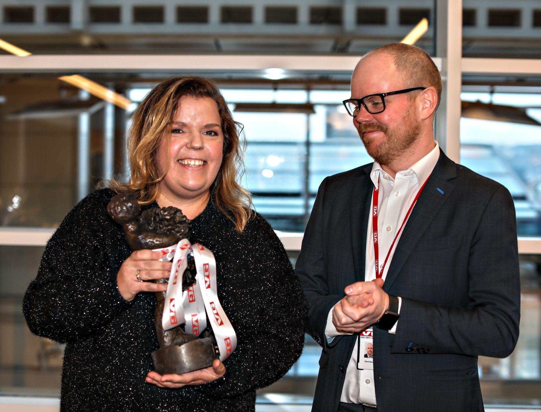 VANT: Else Kåss Furuseth (38) er Årets Navn i VG 2018. Her sammen med VG-redaktør Gard Steiro.