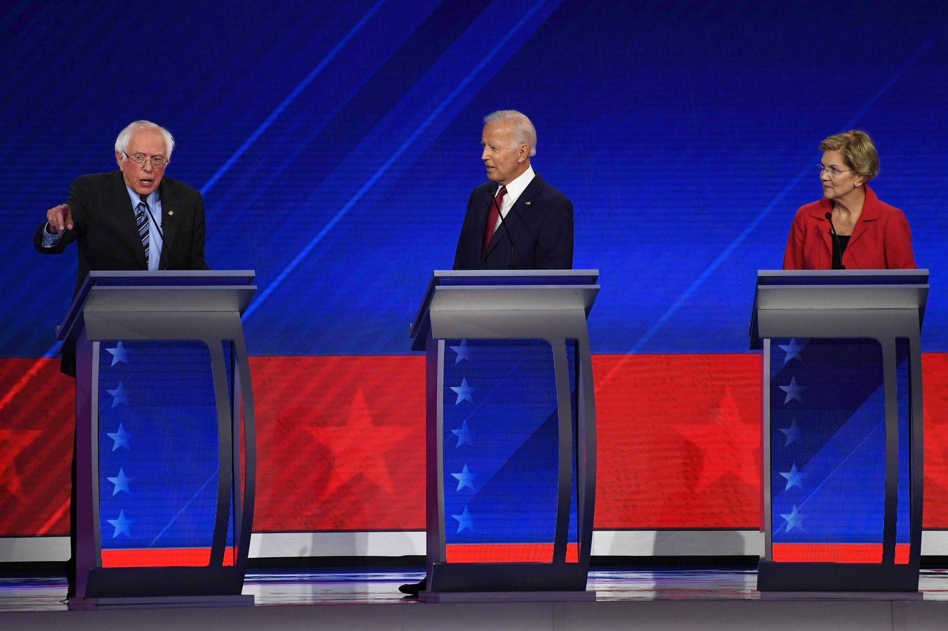 TOPPKANDIDATENE: Bernie Sanders, Joe Biden og Elizabeth Warren på debattscenen i Texas.