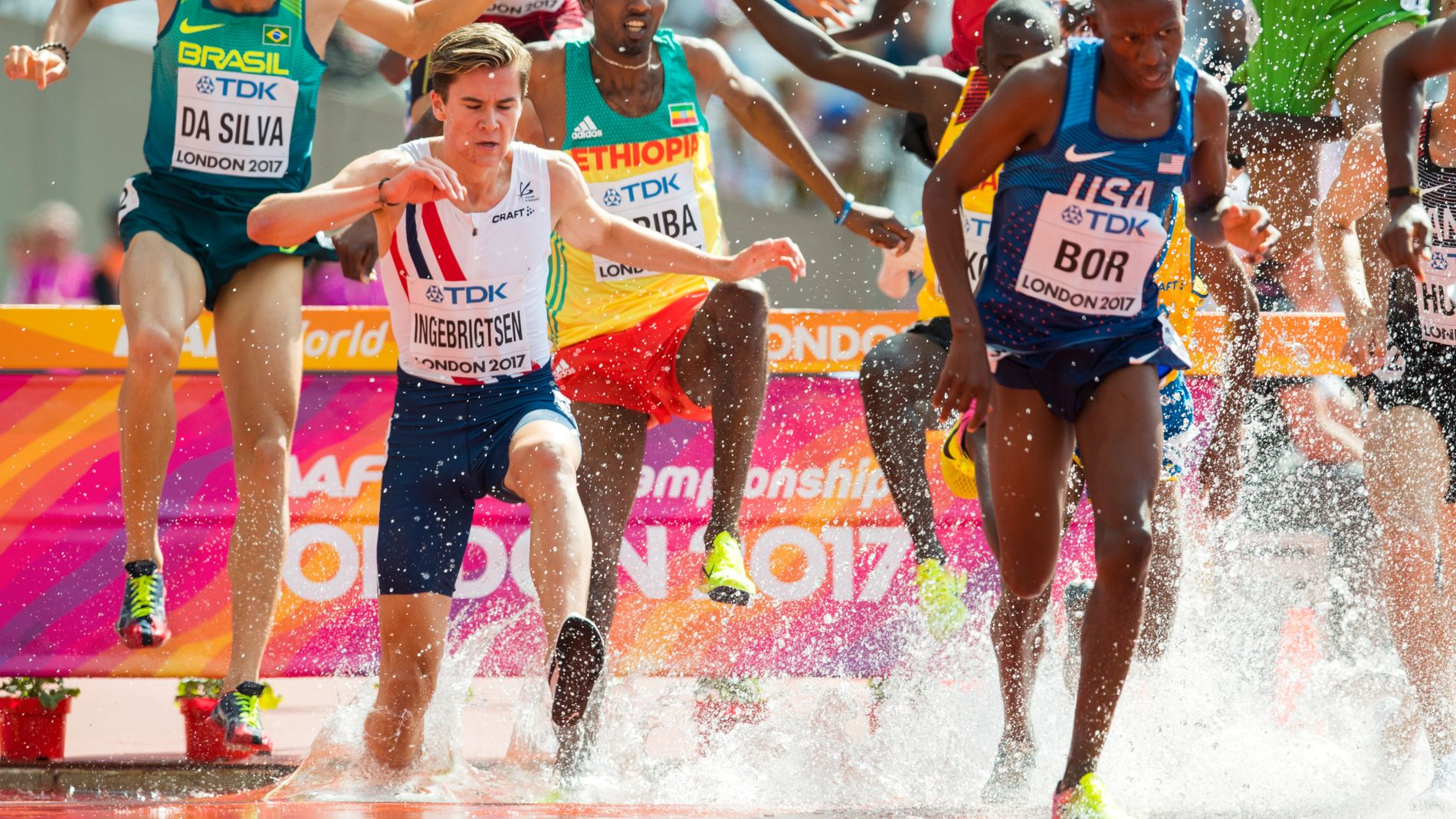 PÅ DYPT VANN: Jakob Ingebrigtsen slet voldsomt med de to siste hinderne på gårsdagens forsøksheat foran tusenvis av tilskuere på Queen Elizabeth Olympic Park i London.