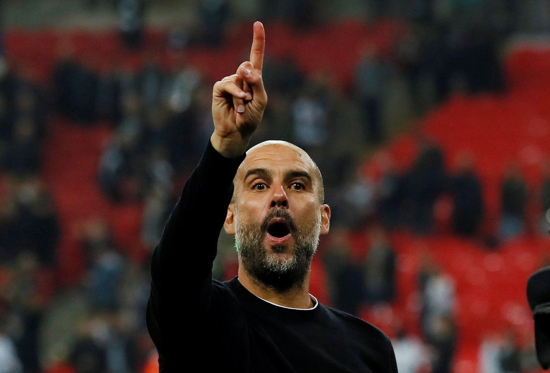 NUMMER ÉN: Pep Guardiola med én finger i været for hvilken plass Manchester City er på tabellen.