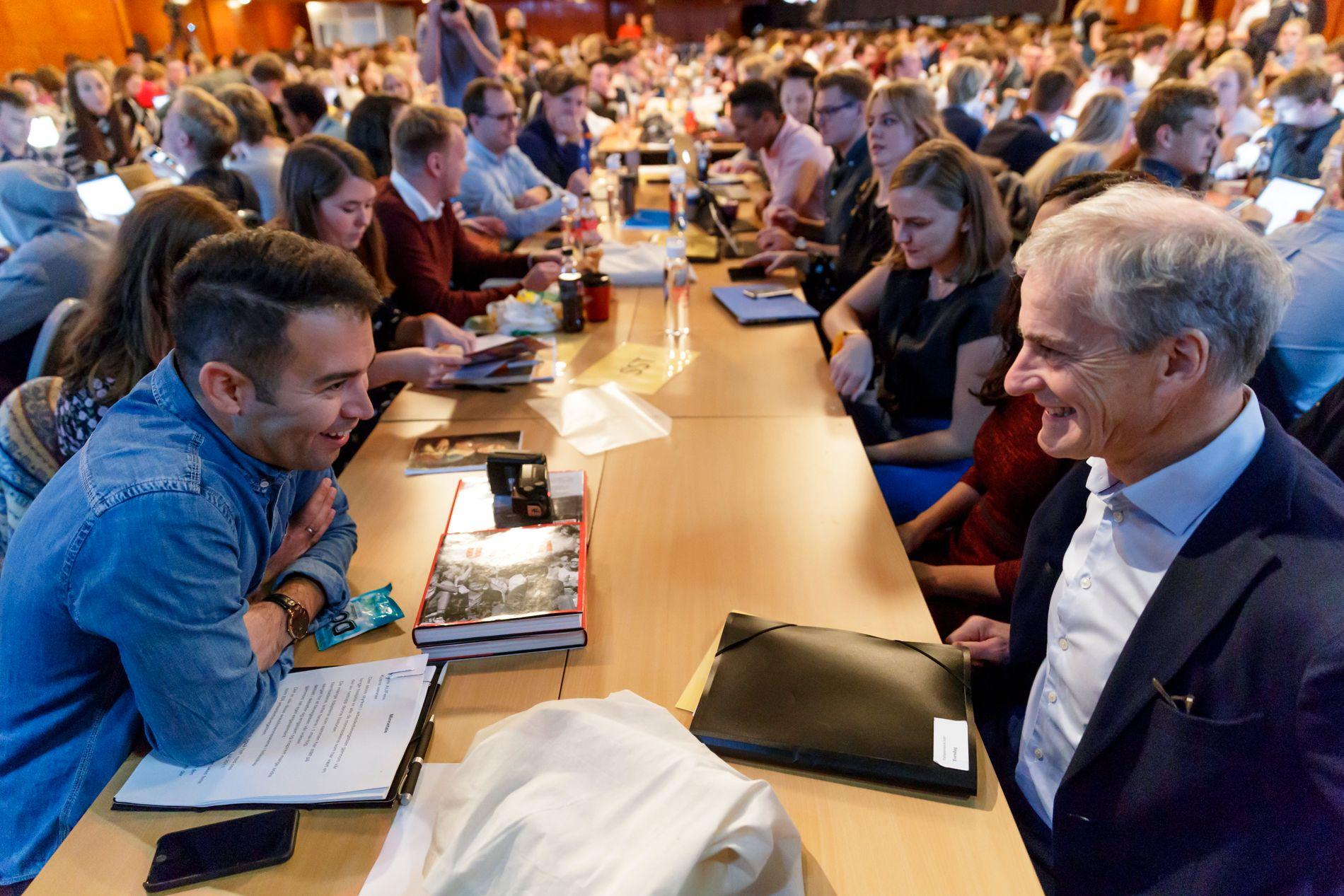 AVTROPPENDE AUF-LEDER: Mani Husseini sammen med Ap-leder Jonas Gahr Støre på landsmøtet i helgen.