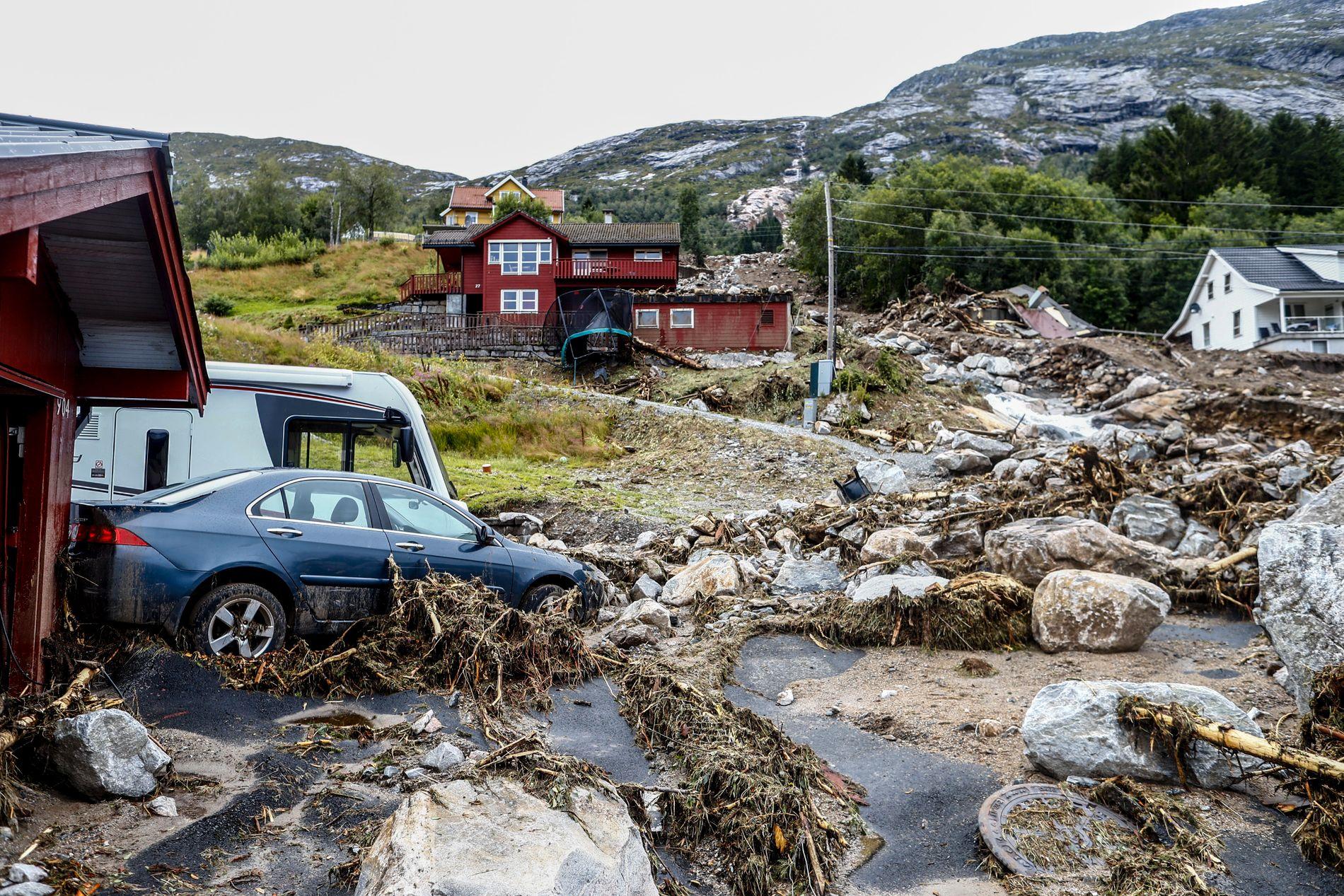 MER EKSTREMVÆR: Flere jordras som en følge av mer ekstremvær i Norge, er ifølge CICERO en av konsekvensene av den globale oppvarmingen. Her fra jordraset i Jølster, Sogn og Fjordane.