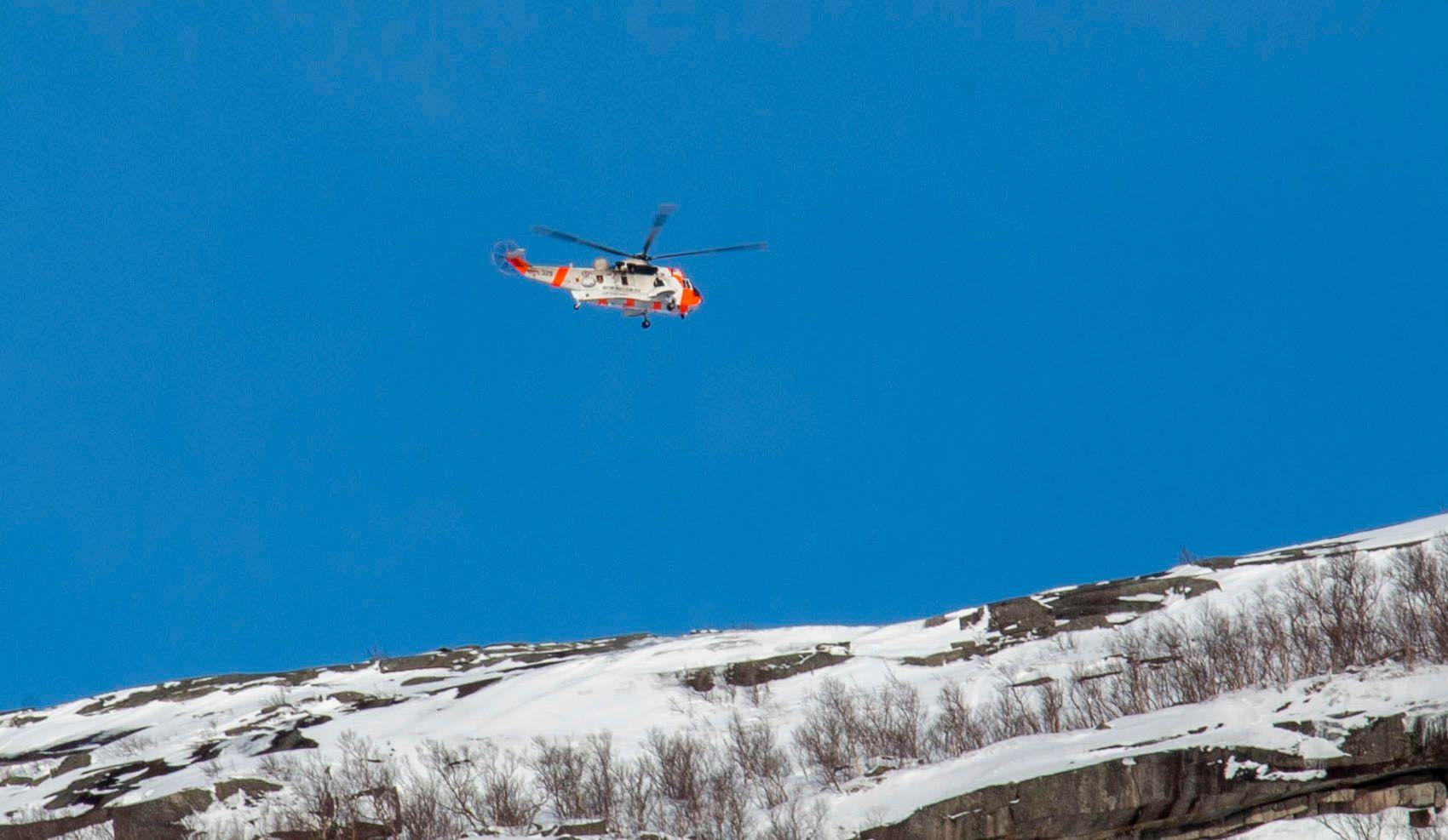 RYKKET UT: SeaKing-helikopter bidro i redningsaksjonen i etterkant av skredet. Det var ved hjelp av recco-søkeren om bord i en luftambulanse at de omkomne ble funnet.