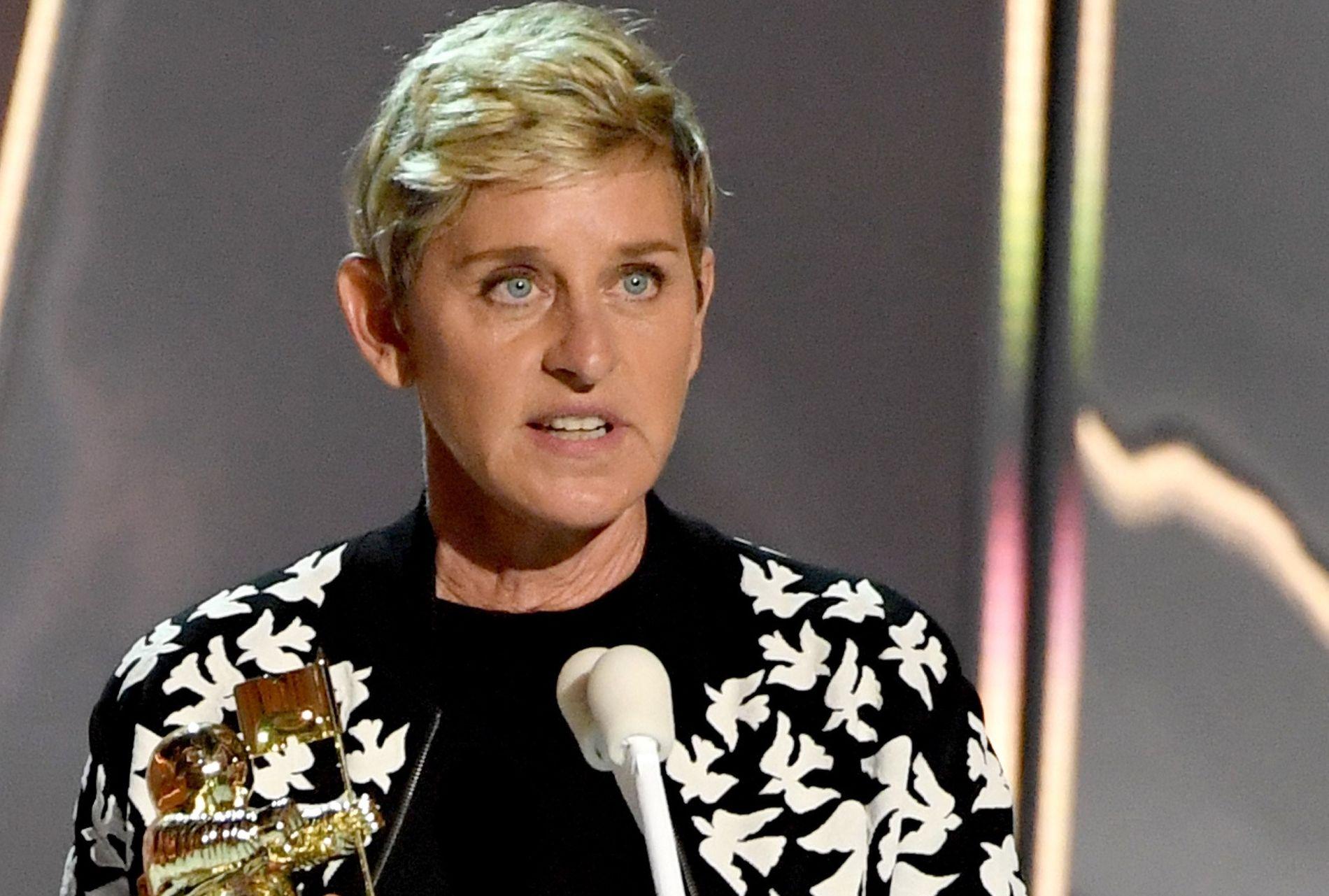 PRISBELØNT: Ellen DeGeneres kan skilte med 10 Emmy-statuetter. Her er hun prisutdeler på en MTV-galla i fjor.