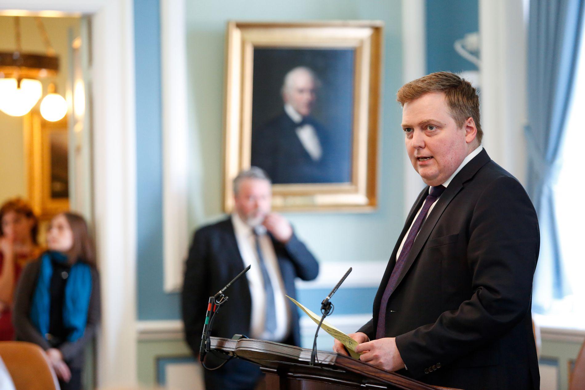BES OM Å GÅ: Statsminister Sigmundur David Gunnlaugsson. Her forklarer han seg for Islands folkevalgte i nasjonalforsamlingen mandag.