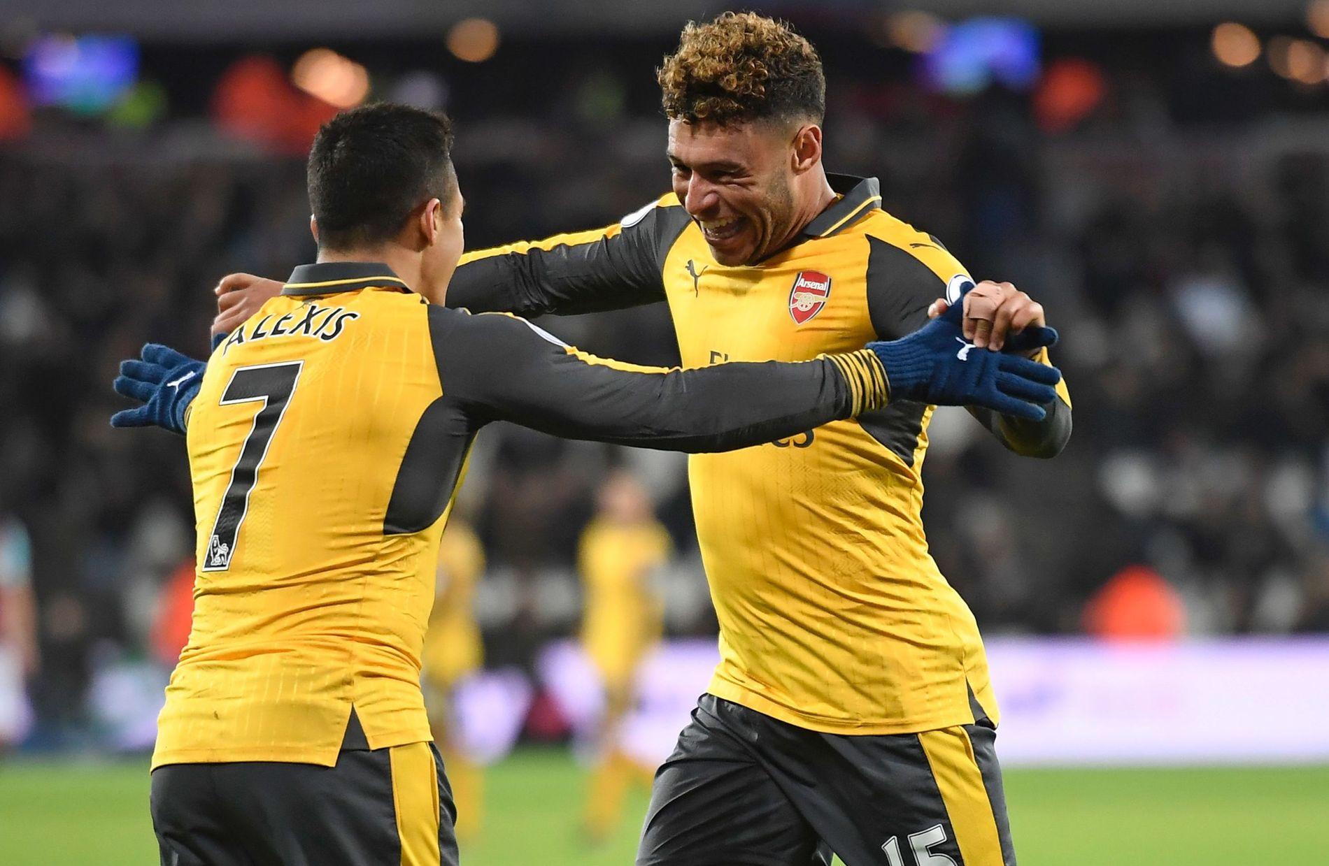 SKAPER HODEBRY: Alexis Sánchez (t.v.) og Alex Oxlade-Chamberlain har begge kontrakter som går ut på sommeren i 2018. Det skaper bekymring for Arsenal.
