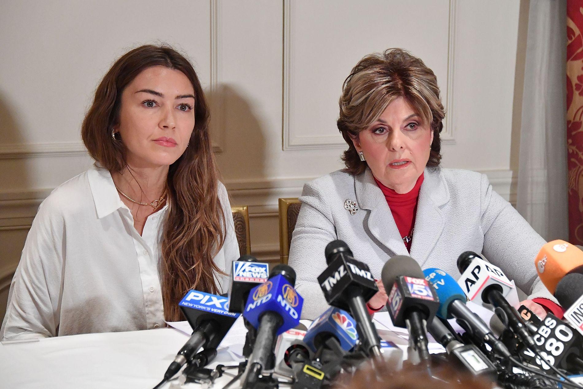 NYE ANKLAGELSER: Mimi Haleyi under en pressekonferanse tirsdag sammen med sin advokat Gloria Allred. Haleyi hevder Weinstein forgrep seg på henne i 2006.
